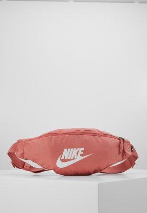 NIKE HERITAGE - Bum bag - canyon pink/canyon pink/pale ivory
