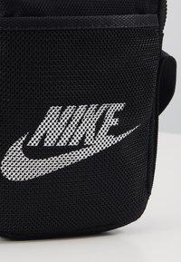 Nike Sportswear - NIKE HERITAGE - Borsa a tracolla - black/black/white - 2