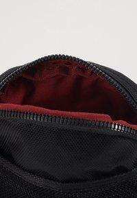 Nike Sportswear - NIKE HERITAGE - Borsa a tracolla - black/black/white - 4