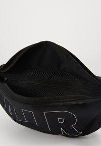 Nike Sportswear - HERITAGE HIP PACK - Heuptas - black/white - 3