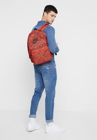 Nike Sportswear - HERITAGE BACKPACK - Rucksack - habanero red/black - 1