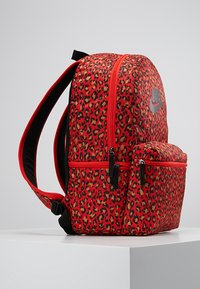Nike Sportswear - HERITAGE BACKPACK - Rucksack - habanero red/black - 3