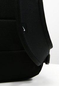 Nike Sportswear - HERITAGE LABEL - Mochila - black/orange blaze - 5