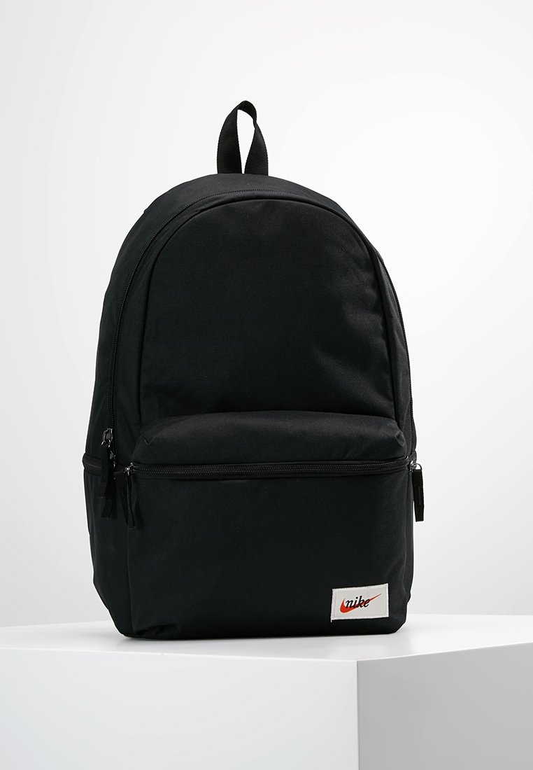 Nike Sportswear - HERITAGE LABEL - Mochila - black/orange blaze