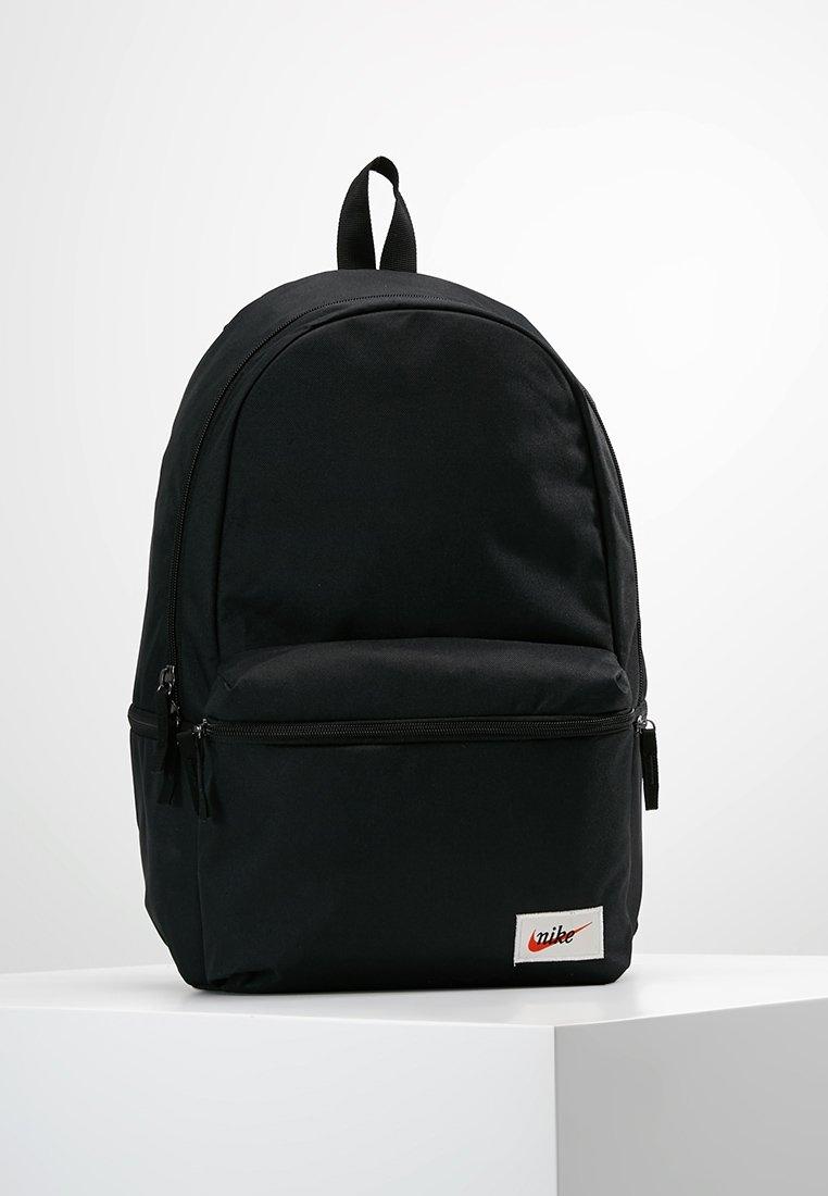 Nike Sportswear - HERITAGE LABEL - Tagesrucksack - black/orange blaze
