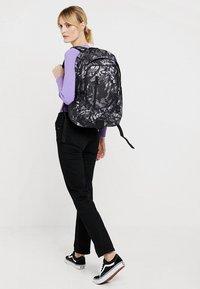 Nike Sportswear - ACCESS SOLEDAY  - Sac à dos - atmosphere grey/black - 5
