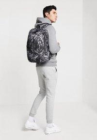 Nike Sportswear - ACCESS SOLEDAY  - Sac à dos - atmosphere grey/black - 1