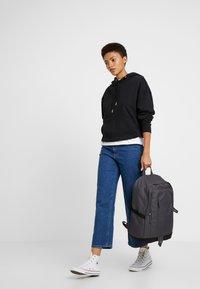 Nike Sportswear - Reppu - thunder grey/black - 6