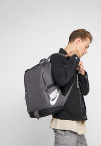 Nike Sportswear - Reppu - thunder grey/black - 1