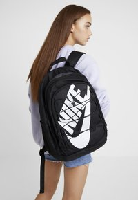 Nike Sportswear - HAYWARD 2.0 - Rugzak - black/black/white - 6