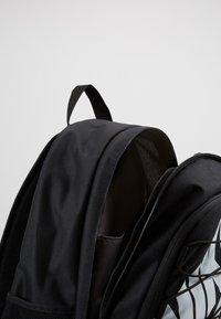 Nike Sportswear - HAYWARD 2.0 - Rugzak - black/black/white - 4