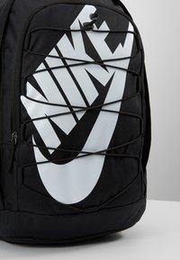 Nike Sportswear - HAYWARD 2.0 - Rugzak - black/black/white - 5