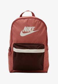 Nike Sportswear - HERITAGE - Reppu - canyon pink/earth/pale ivory - 1