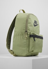 Nike Sportswear - HERITAGE - Rucksack - dusty olive/dark smoke grey - 4