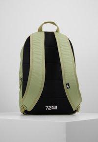 Nike Sportswear - HERITAGE - Rucksack - dusty olive/dark smoke grey - 3