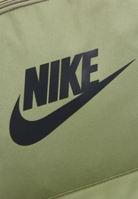 Nike Sportswear - HERITAGE - Rucksack - dusty olive/dark smoke grey - 2