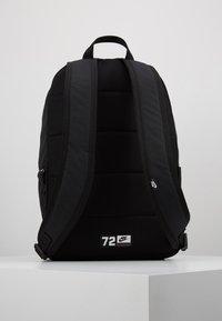 Nike Sportswear - HERITAGE - Reppu - black/electric green - 3