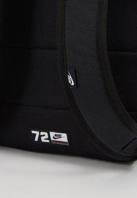 Nike Sportswear - HERITAGE - Reppu - black/electric green - 7