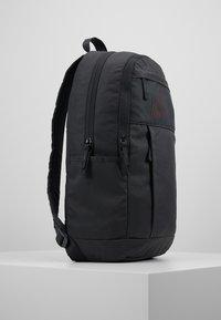 Nike Sportswear - Sac à dos - dark smoke grey/track red - 3