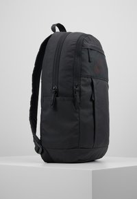 Nike Sportswear - Reppu - dark smoke grey/track red - 3