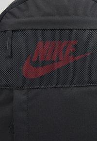 Nike Sportswear - Sac à dos - dark smoke grey/track red - 7