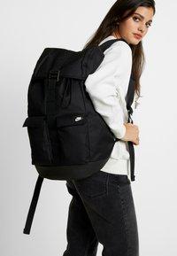 Nike Sportswear - EXPLORE  - Batoh - black/white - 5