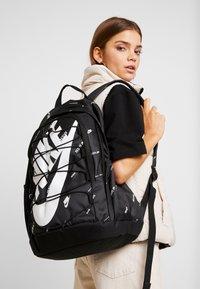 Nike Sportswear - HAYWARD 2.0 - Rucksack - black/white - 5