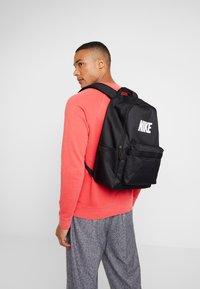 Nike Sportswear - HERITAGE  - Tagesrucksack - black - 1
