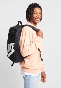 Nike Sportswear - Ryggsäck - black/white - 1