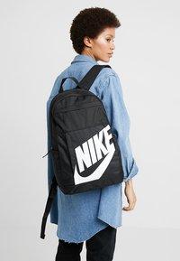 Nike Sportswear - Ryggsäck - black/white - 5
