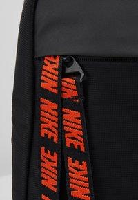 Nike Sportswear - NIKE SPORTSWEAR ESSENTIALS HÜFTTASCHE - Across body bag - black/white - 9