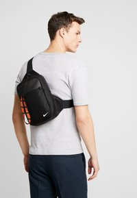 Nike Sportswear - NIKE SPORTSWEAR ESSENTIALS HÜFTTASCHE - Across body bag - black/white - 1