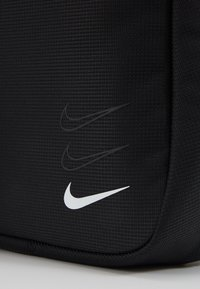 Nike Sportswear - NIKE SPORTSWEAR ESSENTIALS HÜFTTASCHE - Across body bag - black/white - 5