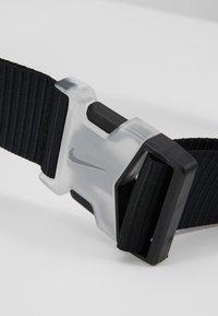 Nike Sportswear - NIKE SPORTSWEAR ESSENTIALS HÜFTTASCHE - Across body bag - black/white - 6