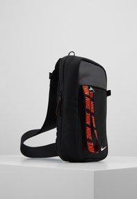 Nike Sportswear - NIKE SPORTSWEAR ESSENTIALS HÜFTTASCHE - Across body bag - black/white - 3