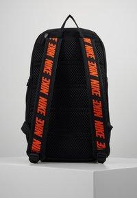 Nike Sportswear - ESSENTIALS - Reppu - black/white - 2
