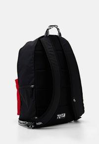 Nike Sportswear - NIKE AIR HERITAGE - Mochila - black/university red - 1