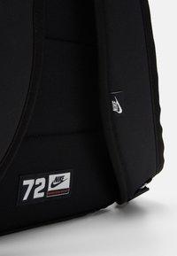 Nike Sportswear - NIKE AIR HERITAGE - Mochila - black/university red - 3