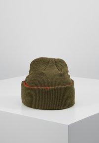 Nike Sportswear - CUFFED BEANIE - Mütze - medium olive - 2