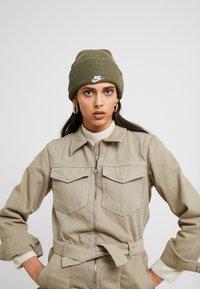Nike Sportswear - CUFFED BEANIE - Beanie - medium olive - 3