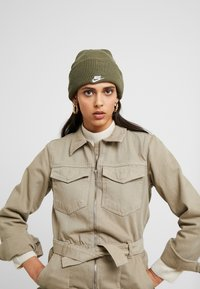 Nike Sportswear - CUFFED BEANIE - Mütze - medium olive - 3