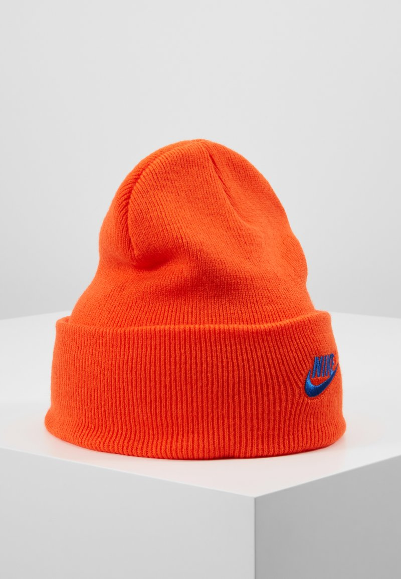Nike Sportswear - CUFFED BEANIE UTILITY - Huer - team orange