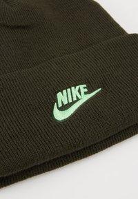 Nike Sportswear - CUFFED BEANIE UTILITY - Gorro - sequoia - 5