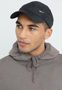 Nike Sportswear - HERITAGE 86 - Caps - black/black - 1