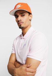 Nike Sportswear - FUTURA PRO - Keps - team orange - 1
