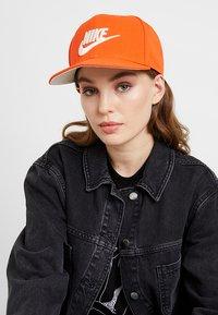 Nike Sportswear - FUTURA PRO - Keps - team orange - 4