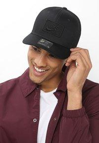 Nike Sportswear - TRUCKER - Czapka z daszkiem - black - 1