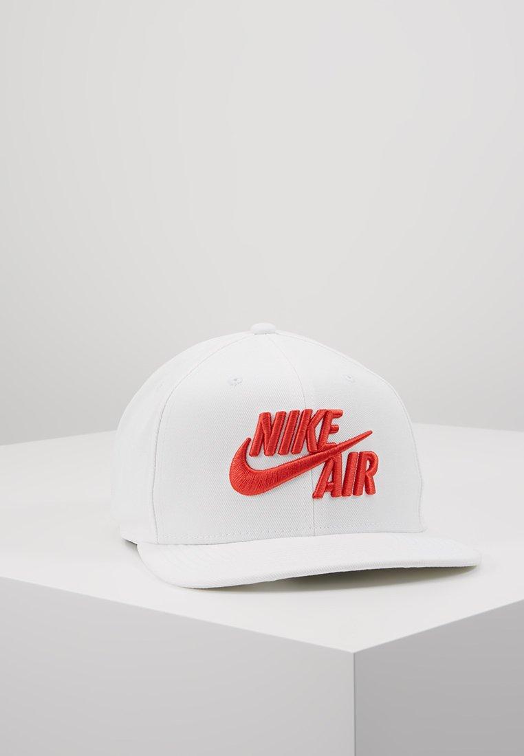 Nike Sportswear - PRO CAP AIR CLASSIC - Cap - white/habanero red