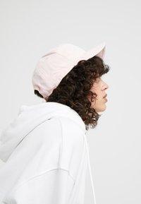 Nike Sportswear - CAP WASH BLOCK - Cappellino - bleached coral - 4