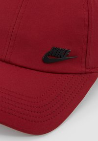 Nike Sportswear - FUTUR  - Czapka z daszkiem - team red/white - 6